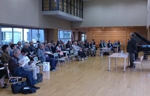 出席者は美山良夫先生の講演に熱心に聴き入っている