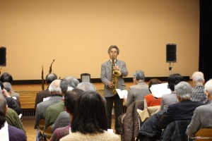 演奏会風景、出席者は素晴らしい演奏に聴き入っている。