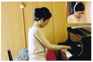 西澤ことは先生によるピアノ独奏