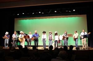 「カントリーを楽しむ会 The Cedars」の演奏風景。