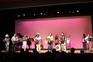 矢野拓郎会員も飛び入り参加で讃美歌を歌う。