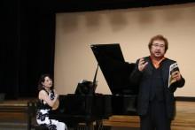 吉田敦先生による発声指導。
