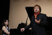 吉田敦先生の独唱。