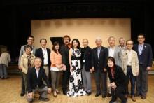 吉田先生、宗田先生を囲んで 記念撮影。