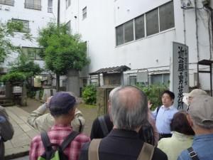 JR板橋駅前の近藤勇の墓