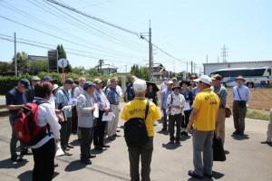 石岡歴史ボランテア矢口、市毛さんから「史跡巡り予定」の説明を受ける