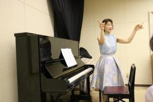 森川先生による歌唱指導