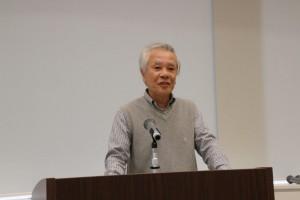 慶應野球部の歴史を熱く語る東島昭二会員。