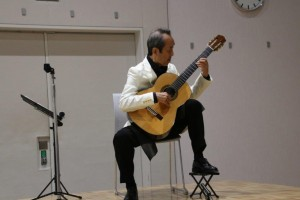 山崎さん(ギター演奏)