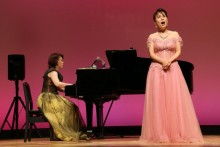 ありめせつこさんのソプラノと山田絵里さんのピアノ伴奏。