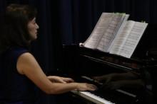 上原安江会員のピアノ伴奏