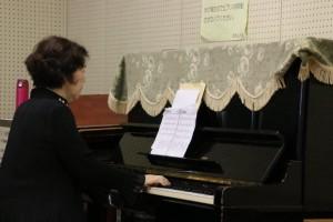 先生のピアノ伴奏での指導