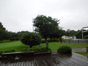 恒例のデッキでの集合写真は雨模様の為中止